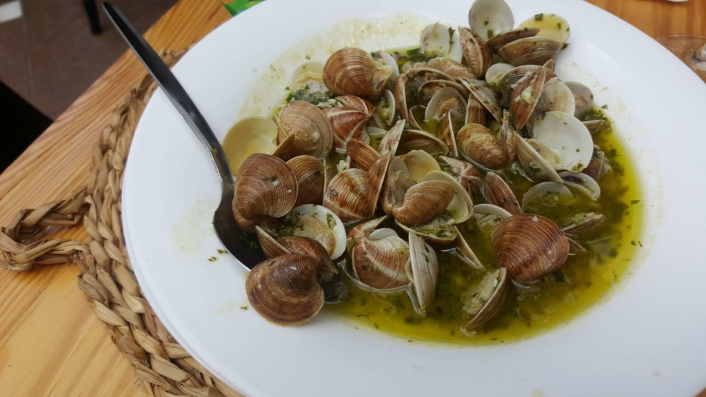 La Linea restaurants, Revuelo, clams