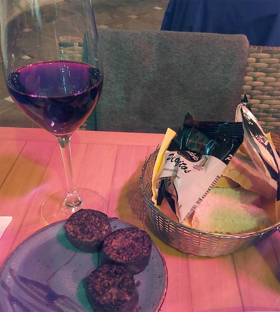 Dinner in Bodebar, La linea