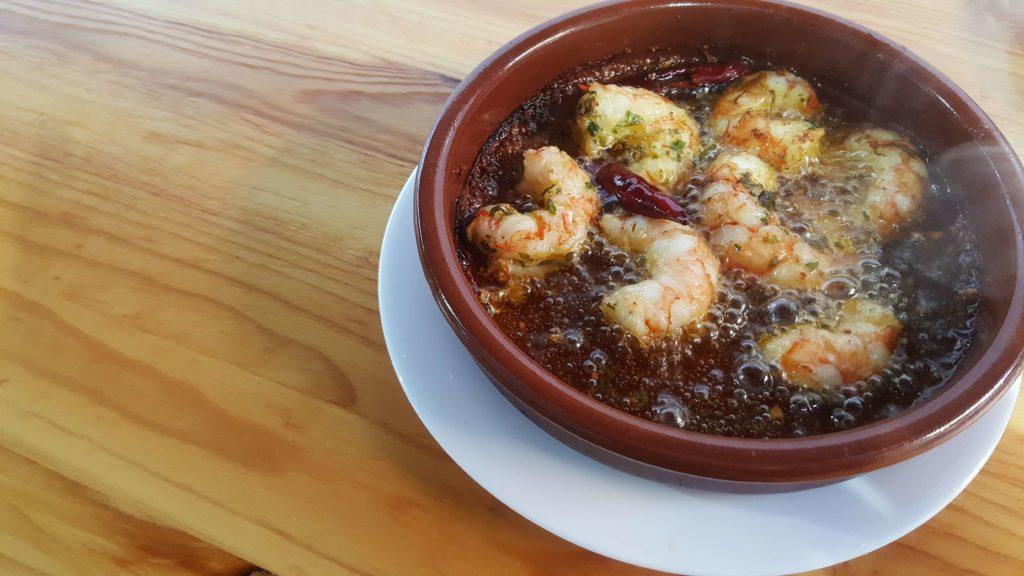 Spanish snack food image- gambas pil pil